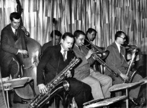 Studio 5 v kavárně Zimní stadion, 1958–60. Zleva: Luděk Hulan, Vladimír Tomek, Jan Konopásek, Artur Hollitzer, Ivan Dominák, Karel Velebný. (Archiv Jana Konopáska)