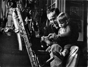 Jan Konopásek se synem, první polovina 60. let. (Archiv Jana Konopáska)